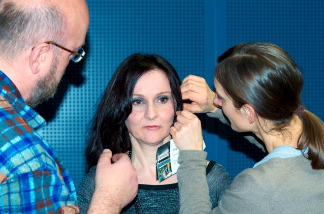 Headset-Anprobe... foto: Manfred Bärlin